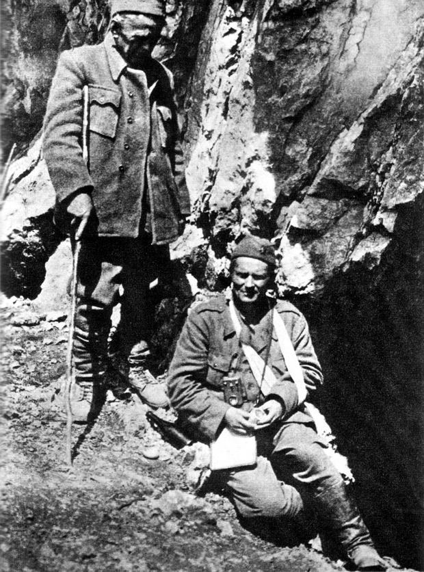 Ranjenog Tita i dr. Ivana Ribara na Sutjesci je snimio general Savo Orović