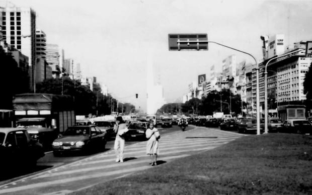 Avenija 9. de Julio: je li doista šira i ljepša od pariških Champs-Élysées? (Foto: Đorđe Ličina)